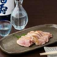 播州百日鶏と相性の良い純米酒を全国から取り寄せて提供