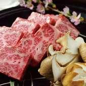 神戸牛や播州鶏など、地元の厳選素材を堪能できる