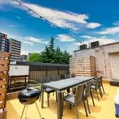屋上には手ぶらOKで気軽に楽しめるBBQスペースもあり