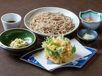 海老の旨みが口の中いっぱいに広がる『那須野菜と白海老かき揚げ蕎麦』(冷:温)