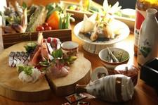 メインは、色々変わるお鍋 3種類の中からお選びいただけます。(ご予算:お一人様5000円から承っております)