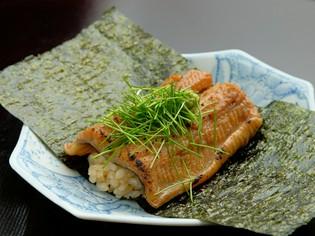 各地の旬の魚介類を入荷。焼いて良し、煮て良しの絶品料理を満喫