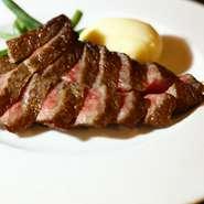 お皿ごと焼いた豪快なステーキ『高森和牛のビステッカ ~4種のソルト~』