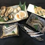 ・タラバガニ100g・ズワイガニ100g・アワビ 2個・かに味噌甲羅焼き 2個・カキ 2個