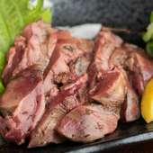 地鶏は淡路、馬肉は熊本、食べ頃の状態に仕上がったものが直送