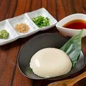 毎日店内で手仕込みする、女性人気NO.1『自家製もっちり豆腐』