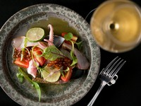 福岡に集まる季節の旬の魚介類が味わえる『魚介のカルパッチョ』
