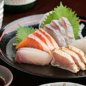 鮮度抜群の魚介を味わえる『お造りの盛り合わせ』