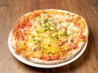 もちもち食感で食べ応えは十分。冷めてもおいしいこだわりの生地でつくられる『マルゲリータピザ』