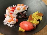 皿の上に、桜の木を表現。コースの最後に花を添える『季節のオリジナルデザート』