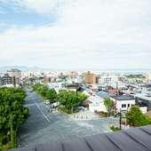 函館山山麓から函館朝市方面にのびる二十間坂。