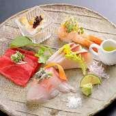 シンプルに食材の旨味を堪能するならこれ! 本マグロや道産貝が主役の『お造り五種盛り』