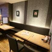 シックなテイストの空間はディナーに最適