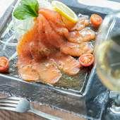 カジュアルな料理と豊富なドリンク。デート使いにも最適