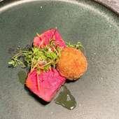 滋賀県サカエヤより届く熟成肉が、味の要『サカエヤ、ドライエージング熟成和牛経産の炭火焼き』