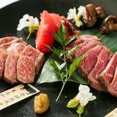 肉本位の旨みをじっくり味わう『熟成肉イチボ&月替りのオーナー厳選牛』