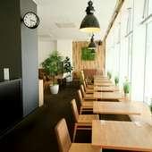 様々なお弁当やお惣菜に、人気のプリンも。