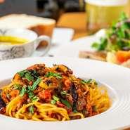 産地直送、国産の野菜にこだわり、仕入れを行っているという【リコロソ】。日本の食材が使われた、日本人の口に合うイタリア料理が目標と料理人。お皿の上で季節を感じられる、そんな一皿を堪能できます。