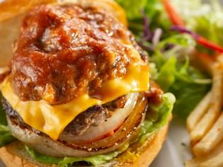 「プルドポーク」が味の決め手『Mosh burger』