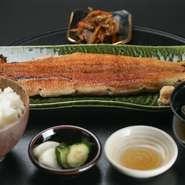 旨みのある鰻の脂を楽しめる『白焼き一本定』