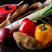 信頼する青果バイヤーを通して入手した希少野菜も提供