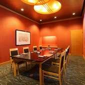 適度な広さで使い勝手の良い、テーブル席の個室を4部屋完備