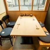 接待、女子会に便利な4人用テーブル席