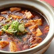 味の決め手となるのは本場中国の調味料