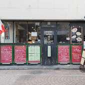 「カラコロ広場」の近くにあり、観光客にも立ち寄りやすい店