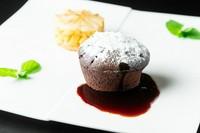 中から溢れてくる薫り高いソースが絶品『チョコレートのグルマンディーズ コーヒーソース』
