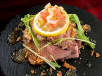 肉の旨みが口の中に広がる『自家製ローストビーフ』