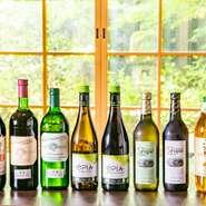 飲みやすく悪酔いしづらい自然派ワインを中心に、ワインリストも充実。車での来店も多い場所柄、ノンアルコールワインも赤白10種が揃います。ワインの製法を守って醸造された本格派ノンアルコールワインは満足度大。
