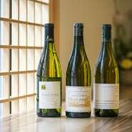 フランス全土からリストアップするワインはつくり手のこだわりが感じられる銘柄が多数。料理に合わせて様々なワインが登場するペアリングも人気です。
