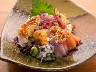 地元和歌山県の地魚をはじめ、シェフが吟味して厳選した新鮮魚介