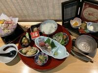 ミニサラダ・前菜3種・本日の造り4切れ・小鍋・天ぷら・おいしいご飯・素敵なスイーツ盛り合わせ・ドリンク
