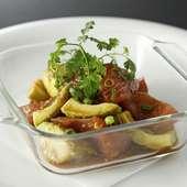 シンプルな味付けで食す『マグロとアボカドのワサビ醤油和え』