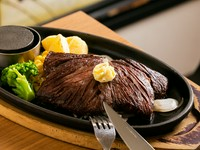 スパイスの香りが食欲を促進してくれる『プライムハラミステーキ 200g』