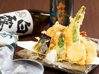 サクッとした歯ざわりのあとに、旨みを閉じ込めた素材の味が口いっぱいに広がる『おまかせ天ぷら』