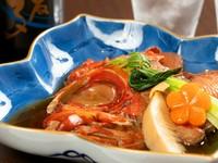 かつおだしに溶け出した金目鯛の脂がさらにおいしさを増す、味が充分にしみ込んだ『金目鯛煮つけ』