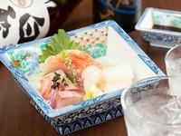 季節によりさまざまな魚を味わえる一皿、必ず付く金目鯛に心が躍る『おまかせ刺身』