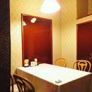 4人掛けの半個室タイプ!接待、記念日等のご利用に最適です。
