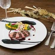 フレンチベースの料理と味わいたいのがワイン。フランス産をメインに、南アフリカ産やイタリア産など常時18種を用意しています。宮崎牛のステーキなどの肉料理とマリアージュを楽しんでみてはいかがでしょうか。