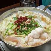 新鮮なもつはプリプリの食感を楽しめ、脂は甘くコラーゲンもたっぷりとれる『もつ鍋』