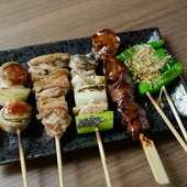 やんばる若鶏の定番部位や希少部位の他、巻ものや野菜串など豊富な種類が揃えられた『串焼き』