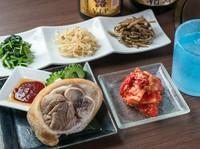 白菜/オイキムチ/レンコン/長芋/カクテキ ※画像奥