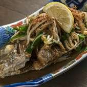 地元で仕入れた新鮮な白身魚にバターの香りとニンニクの風味が合う『近海魚のバター焼き』