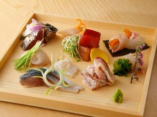 新鮮な魚介の旨みをそのままに。色鮮やかな『お造り盛り合わせ』