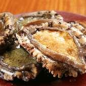 濃厚な肝ソースで味わう『瀬戸内産あわびのステーキ』