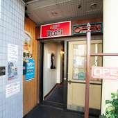 函館市電「中央病院前」駅のすぐ目の前。ビルの1階にあります