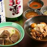 もつを使った料理との相性を考慮して、すっきり系の日本酒が用意されています。中でも佐渡の地酒『北雪』と米沢の地酒『香梅』がオススメ。焼酎は『小鹿』が料理とよく合います。